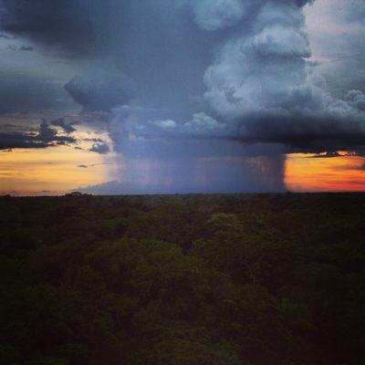 Fue increíble ver como llovía con mucha intensidad en la lejanía