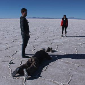 Así de absurdos nos veíamos tirados en el suelo con algo delante intentado conseguir la mejor ilusión óptica