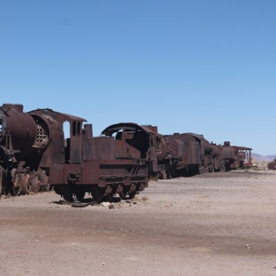 El cementerio de trenes tiene largos trenes de varios vagones