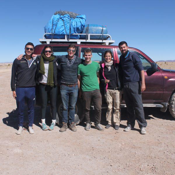 El equipo junto a nuestro coche