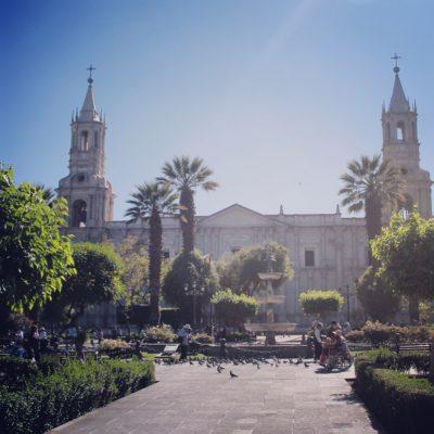 Arequipa es una ciudad colonial más, con una gran iglesia
