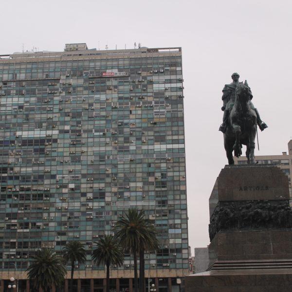 El otro lada de la plaza Independencia que nadie nunca muestra 😜