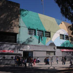 Nos llamó la atención encontrarnos una escuela en el propio estadio; eso sí que es reaprovechar el espacio