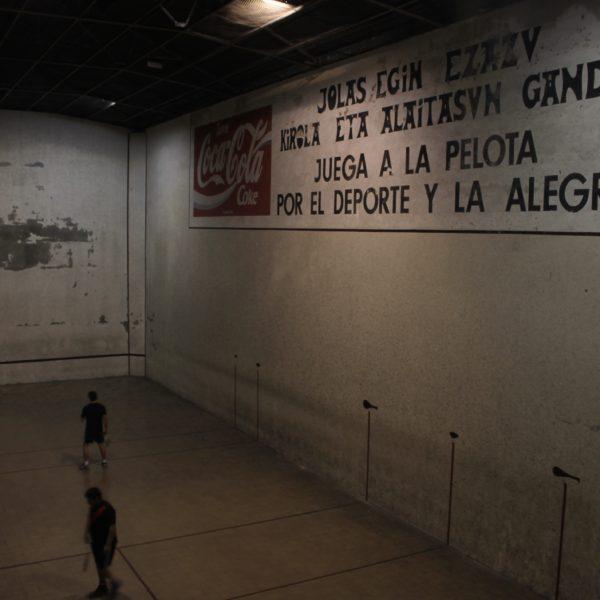 La Euskal Etxea de Montevideo tiene incluso un frontón