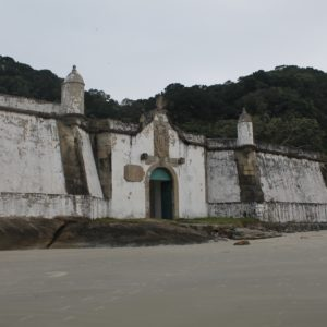La fortaleza se construyo para defenderse de ataques españoles que nunca sucedieron