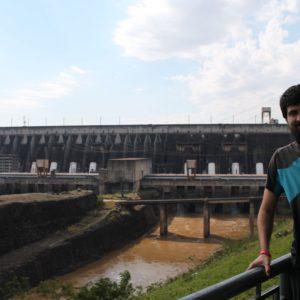 Para poder construir la presa de Itaipu, crearon este canal de desvío para secar un tramo del río y poder construir en él