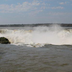 Este agujero por donde cae tantísima agua bien merecido tiene el nombre de Garganta del Diablo
