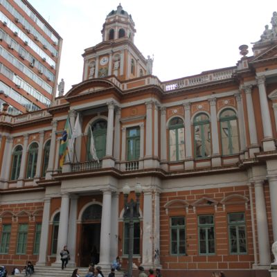 El ayuntamiento es uno de los edificios que más gusto a Nico
