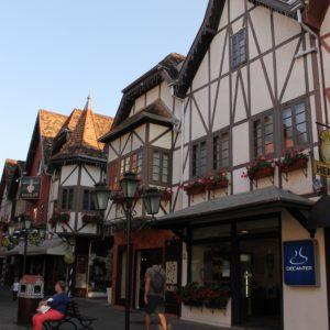 En la Vila Germánica todos los bajos son tiendas o bares