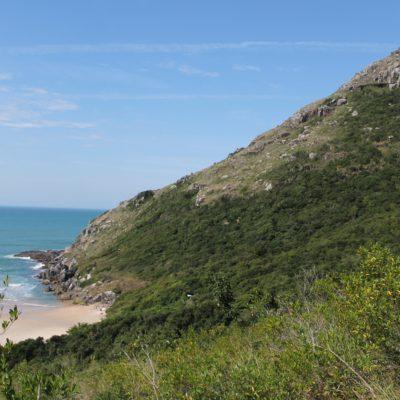 Desde la playa era posible subir a la punta de este morro