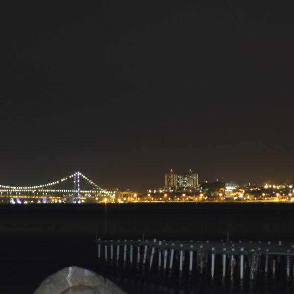 Desde la terraza pudimos ver el puente de Florianópolis iluminado