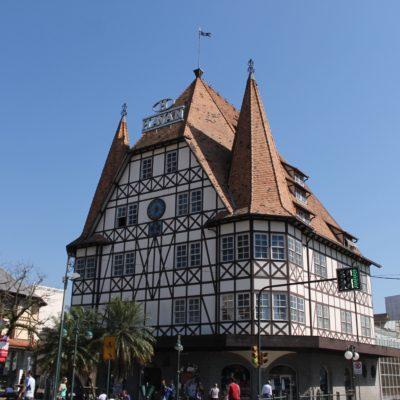 El Palacio XV es una réplica de uno de los ayuntamientos más antiguos de alemania