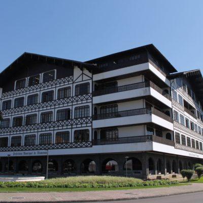 Este es el inmenso edificio del ayuntamiento de Blumenau