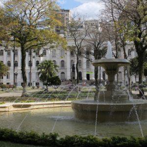 En Curitiba encontramos este edificio, la primera universidad de Brasil