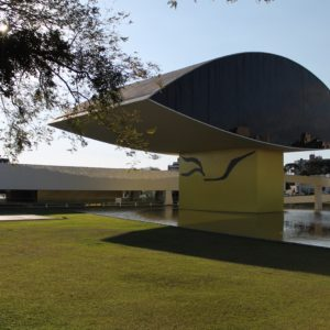 El Ojo es la principal atracción del Museo Oscar Niemeyer
