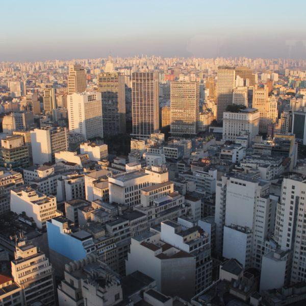 Torres, edificios, casas... La ciudad de São Paulo parece interminable desde el edificio Italia
