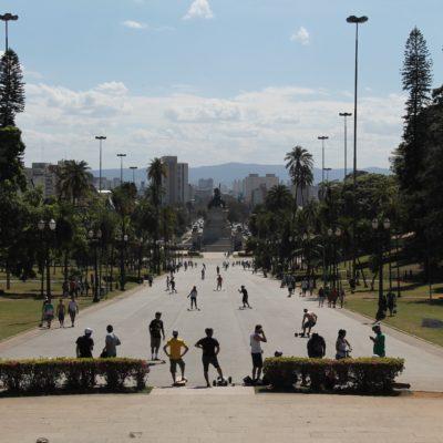 Cuesta hacia el Monumento a la Independencia que estaba lleno de skaters