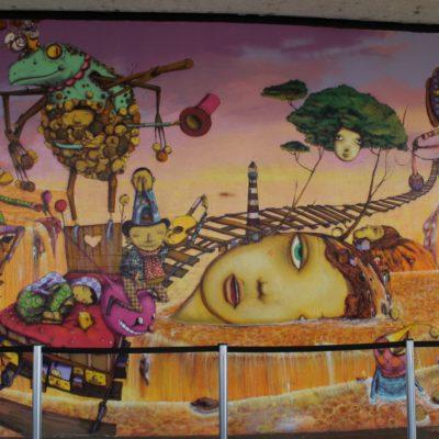 Parte del graffiti en el muro del Museo de Arte Moderno
