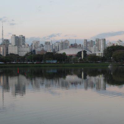 El Parque Ibirapuera está algo alejado del centro y no muy bien conectado, pero asegura la tranquilidad o actividad que busca cada uno