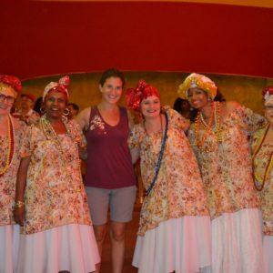 Las bahianas es otro grupo de mujeres, generalmente mayores, que también desfilan
