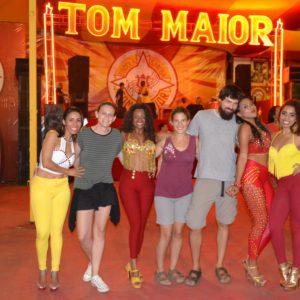 No podía faltar una foto con las guapisimas bailarinas de samba
