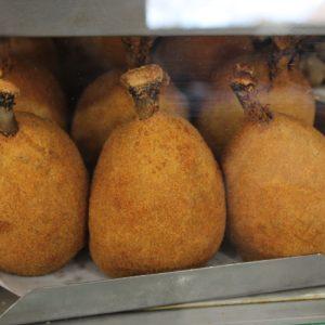 Esta especie de croqueta se llama coxinha y es muy común, pero lo raro fue que incluyera la pata de pollo