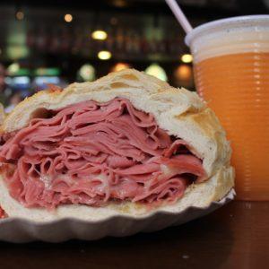 El gordo sandwich de mortadela de São Paulo... Muy relleno, pero al fin y al cabo mortadela