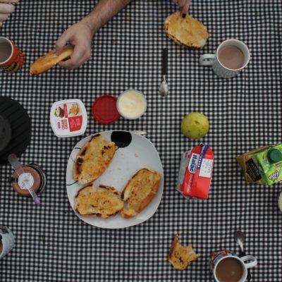 Gran desayuno preparado por Guilherme a base de pão na chapa