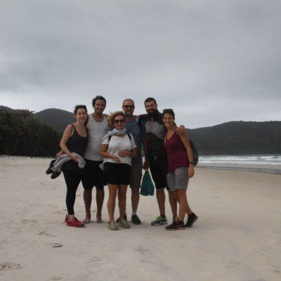 La familia en Lopes Mendes, donde el tiempo no acompañaba demasiado