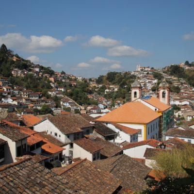 Las vistas desde cualquier punto del pueblo muestran al menos una iglesia