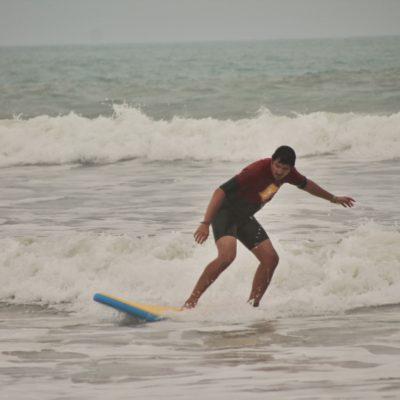 Roger con sus prácticas de surf