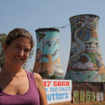 Las torres Orlando son un símbolo de Soweto y hoy en día se utilizan para hacer puenting. Originalmente, fueron construidas como planta energética para Johannesburg, creando electricidad para la ciudad, mientras que dejaba toda la contaminación en Soweto, un suburbio sin electricidad en aquel entonces.