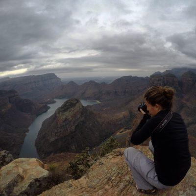 Por último, la presa Blyde retiene el agua del río rodeado de montículos