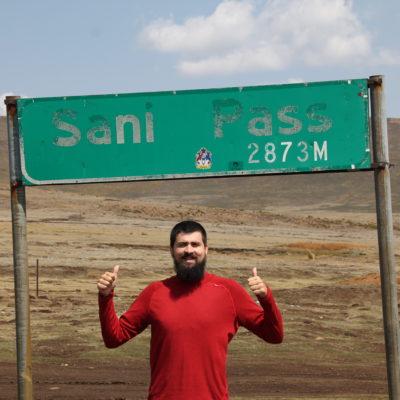 En la cima del Sani Pass