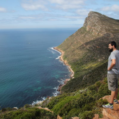 El contraste de colores entre la montaña y el mar nos dejó hipnotizados