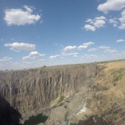 El lado seco de las cataratas no era más que un muro de roca