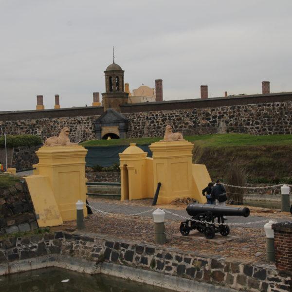 Una fortaleza en la mitad de la ciudad cambia por completo el estilo de la ciudad
