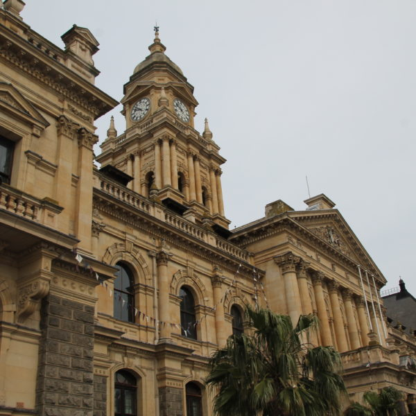 Desde este palacio dio su discurso Nelson Mandela cuando salió de la prisión