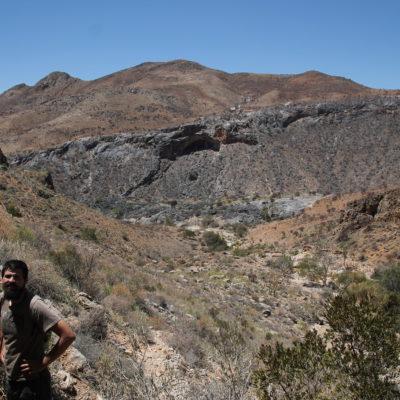Algunas rocas habían sufrido una fuerte erosión creando cuevas y cobertizos