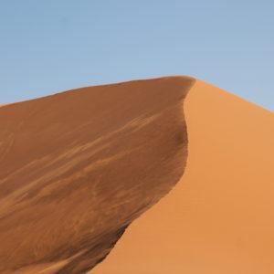 El viento movía la arena de la Duna 45 dibujando formas juguetonas
