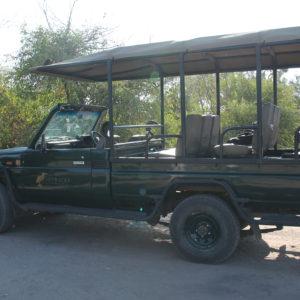 Nuestro coche de safari abierto, donde además de conductor, teníamos a un guía con nosotros