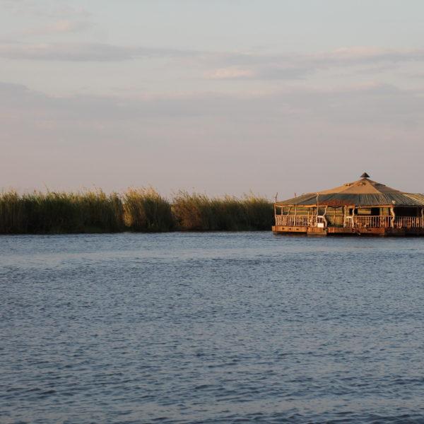 Un bar flotante en el lado namibio, mucho más desarrollado de cara al turismo