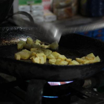 Friendo patatas con estilo