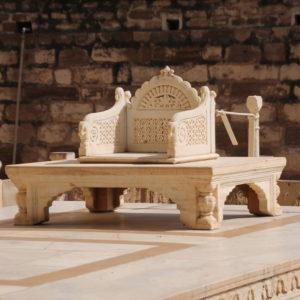 El trono donde se invistió al último maharaja