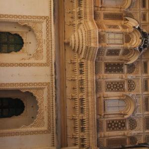 Bonitos balcones y arcos llenos de detalles