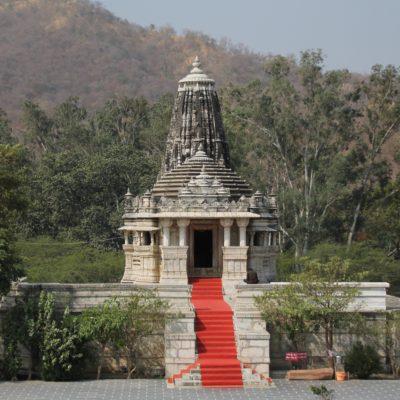Antes de que abrieran el templo principal pudimos visitar este otro, mucho más pequeño