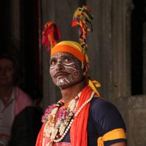 Un bailarín interpretando su papel