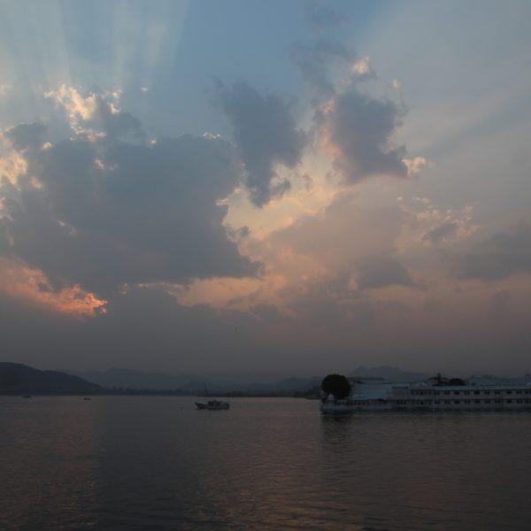 Atardecer en el Lago Pichola desde dentro del palacio
