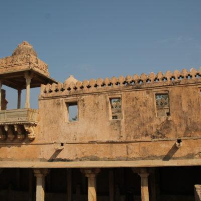 Aunque algunos edificios están en ruinas, otros mantienen su estructura principal