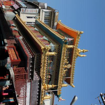 Este templo llama mucho la atención al estar en la mitad del pueblo